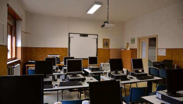 sala-informatica-scuola-frattocchie
