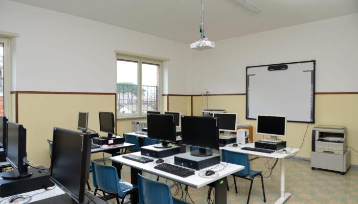 sala informatica scuola frattocchie